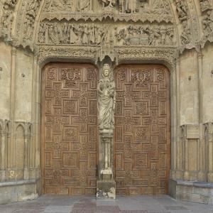 Portada_del_Juicio_Final_(Catedral_de_León)._La_Virgen_Blanca
